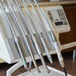 Mocne i zdrowe zęby – czyli jak właściwie dbać o swoje zęby